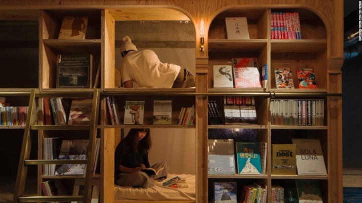 160429134202-02-tokyo-hostel-book-and-bed-tokyo-super-169